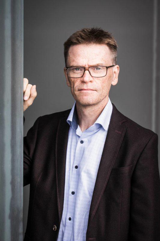 Valtiotieteiden tohtori Matti Hannikainen on kirjoittanut Varman satavuotishistorian.