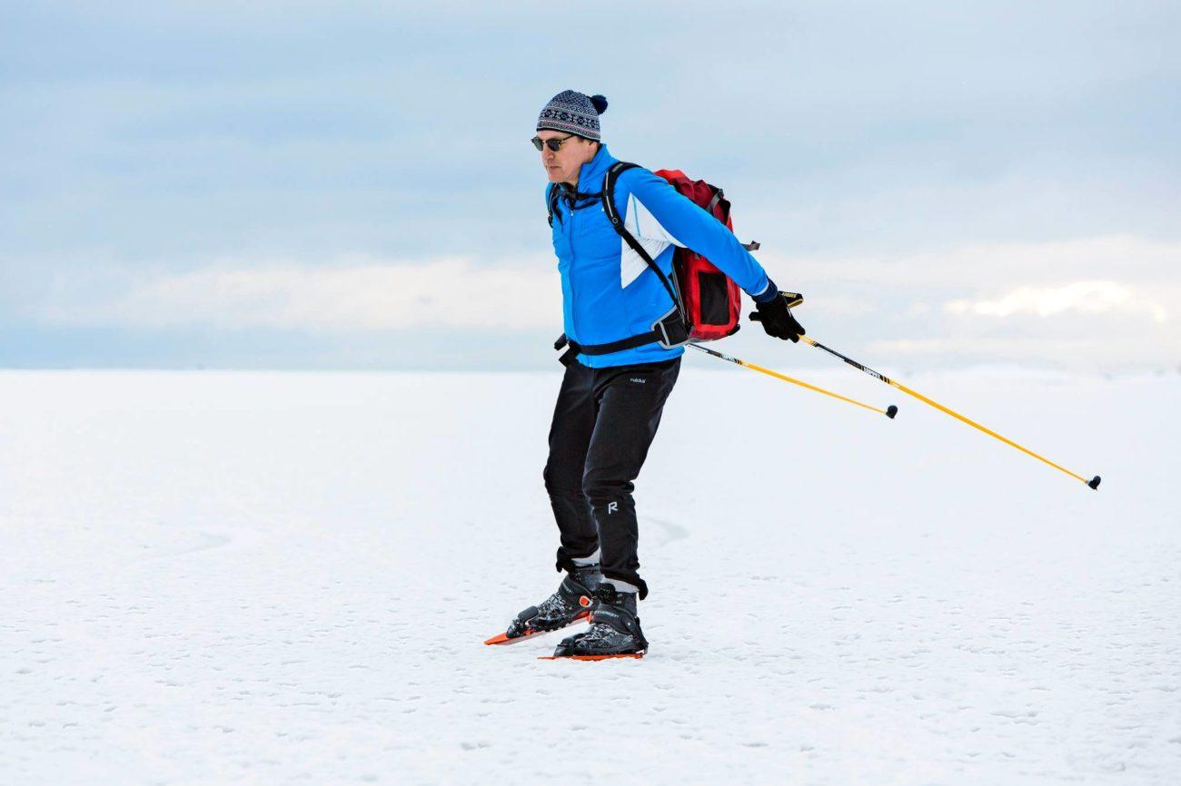 Risto Murto hiihtämässä